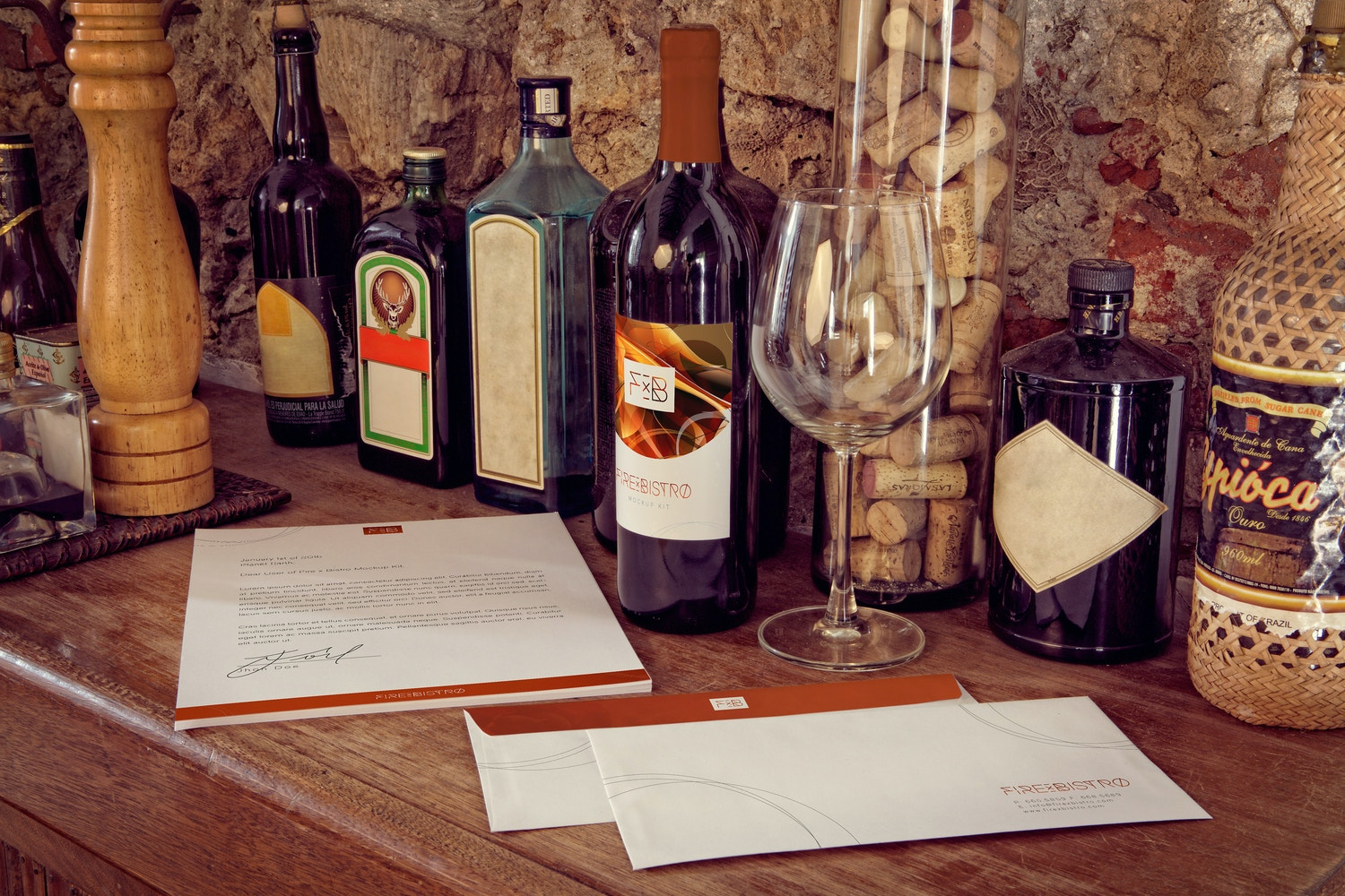 Letterhead, Wine Bottle, Envelope Mockup por 4to Pixel en Original Mockups