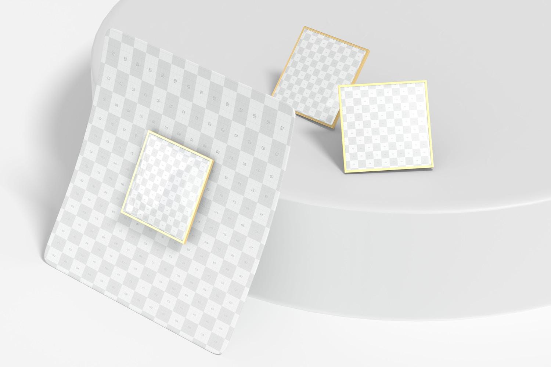 Este modelo con tres vistas diferentes es ideal para una presentación promocional de marca.