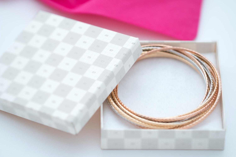 Small Gift Box Mockup 03