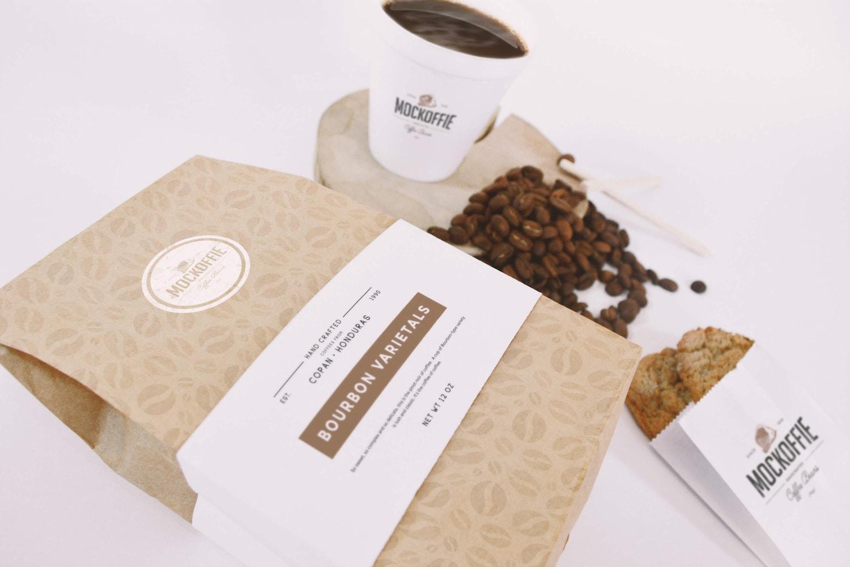 Maqueta de Bolsa y Taza de Cafe vista en perspectiva