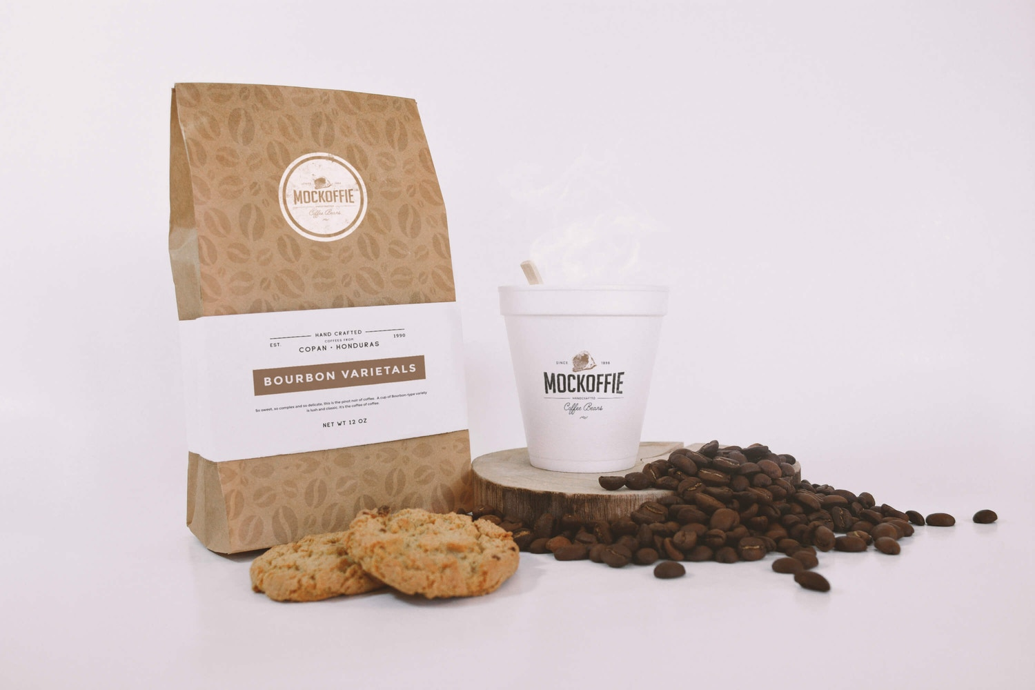 Coffee Bag and Cup Mockup With Cookies por Eduardo Mejia en Original Mockups