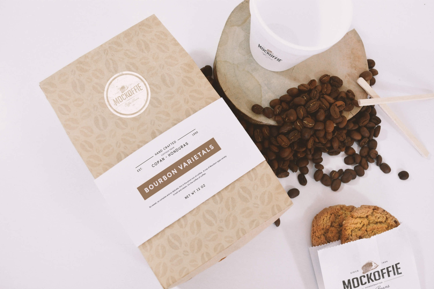 Coffee Bag and Cup Mockup Top View por Eduardo Mejia en Original Mockups