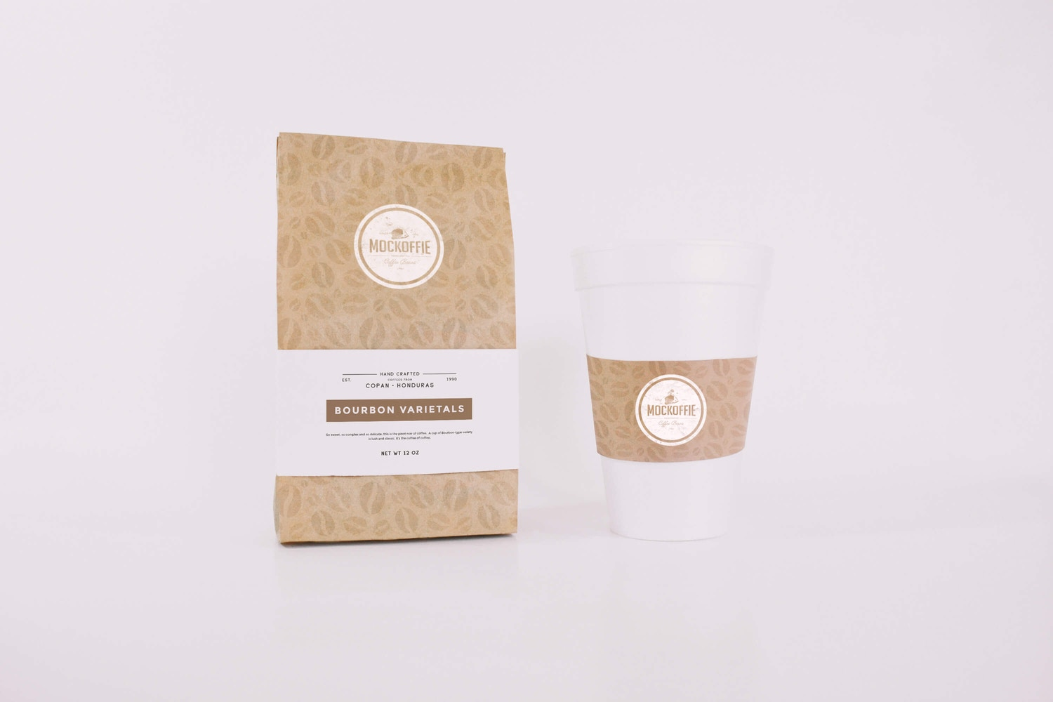 Coffee Bag and Cup Mockup por Eduardo Mejia en Original Mockups