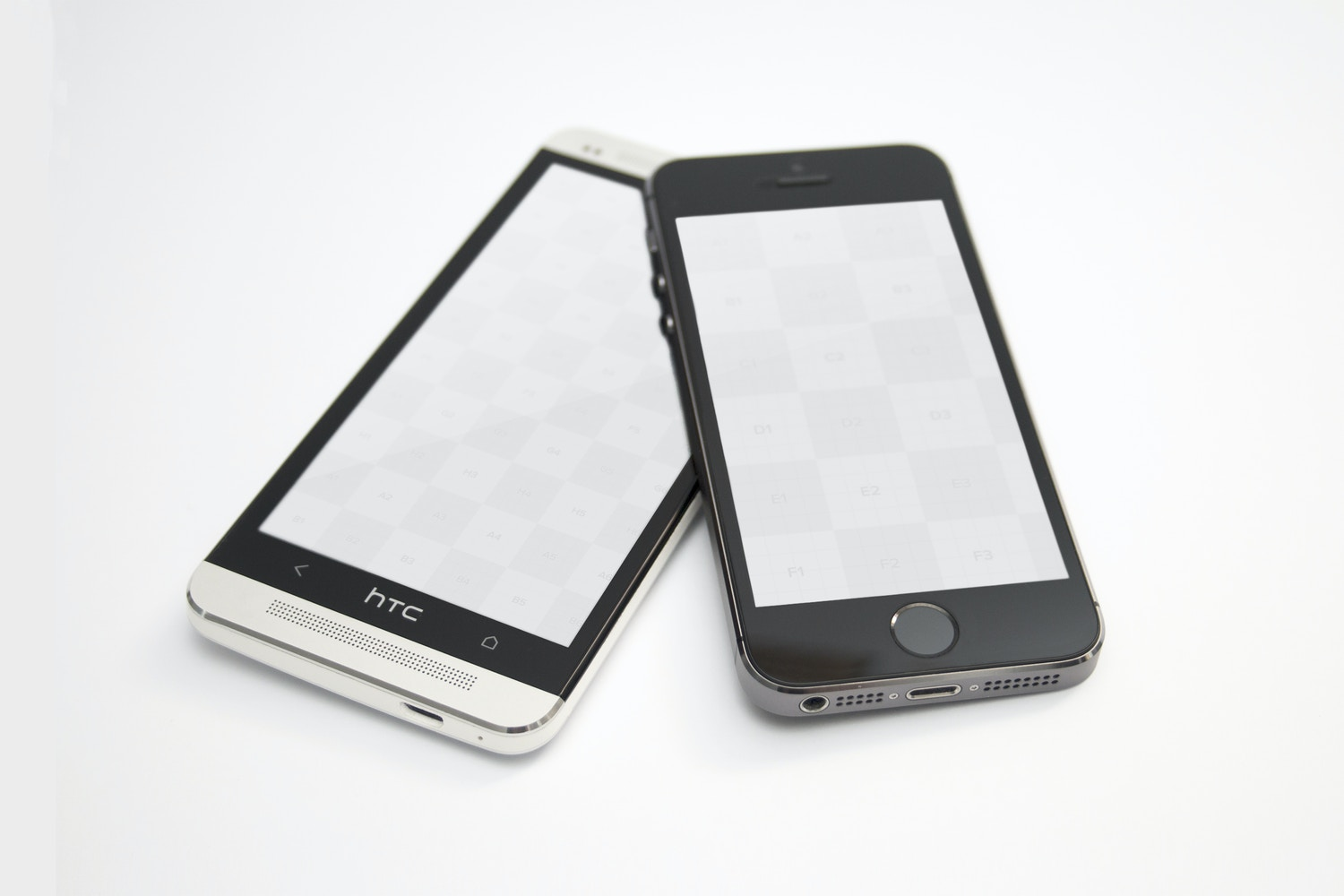 HTC One M7 and iPhone 5s Space Gray Mockup 01