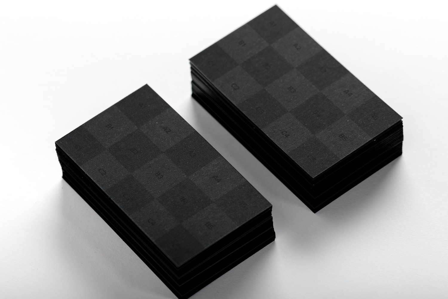 Black Business Cards Mockup 01 (2) por Original Mockups en Original Mockups