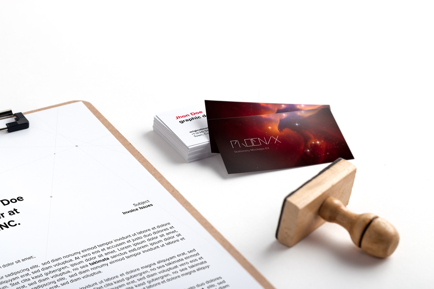 A4 clipboard and business cards PSD mockup 02