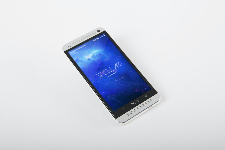HTC One M7 Mockup 02
