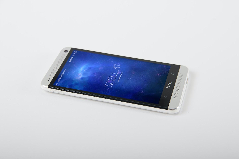 HTC One M7 Mockup 01